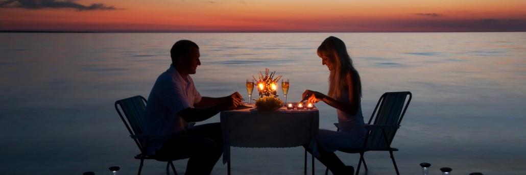 couple-having-sunset-dinner
