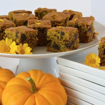 Pumpkin Date Cake
