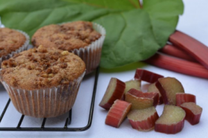 rhubarb-streusel-muffins
